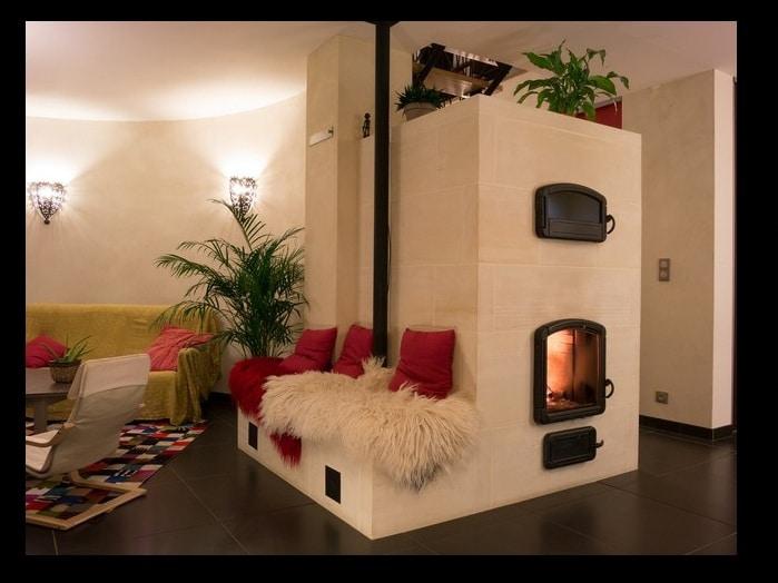maison moderne avec une chemin e ou un po le cocoon habitat. Black Bedroom Furniture Sets. Home Design Ideas